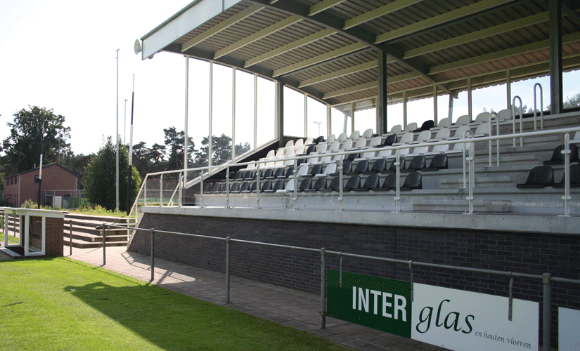 Hoofdtribune voetbalvereniging: gehard e/o gelaagd veiligheidsglas